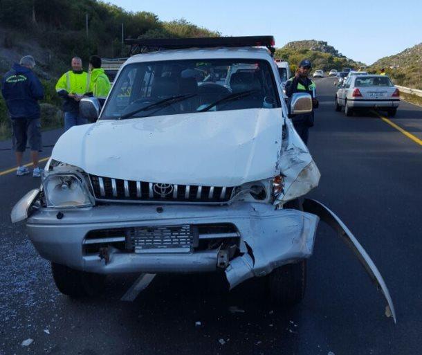 Bakkie and Taxi collide in Fishhoek injuring five (2)